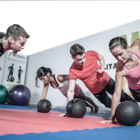 Indoor fitness small group copia